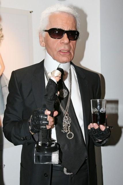 Karl Lagerfeld e la sua bambola