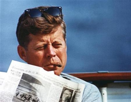 Presidente John F. Kennedy con un sigaro Cubano Habana