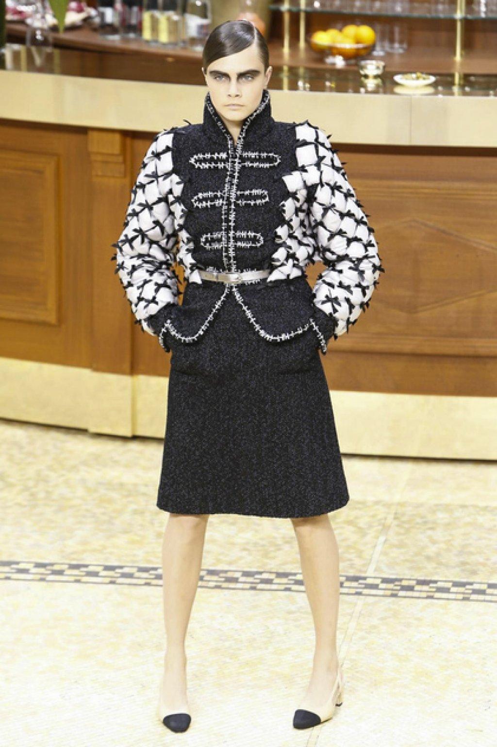 Brasserie Chanel Cara Delvigne