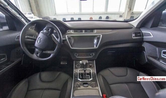 Landwind X7 clone Range Rover Evoque interni