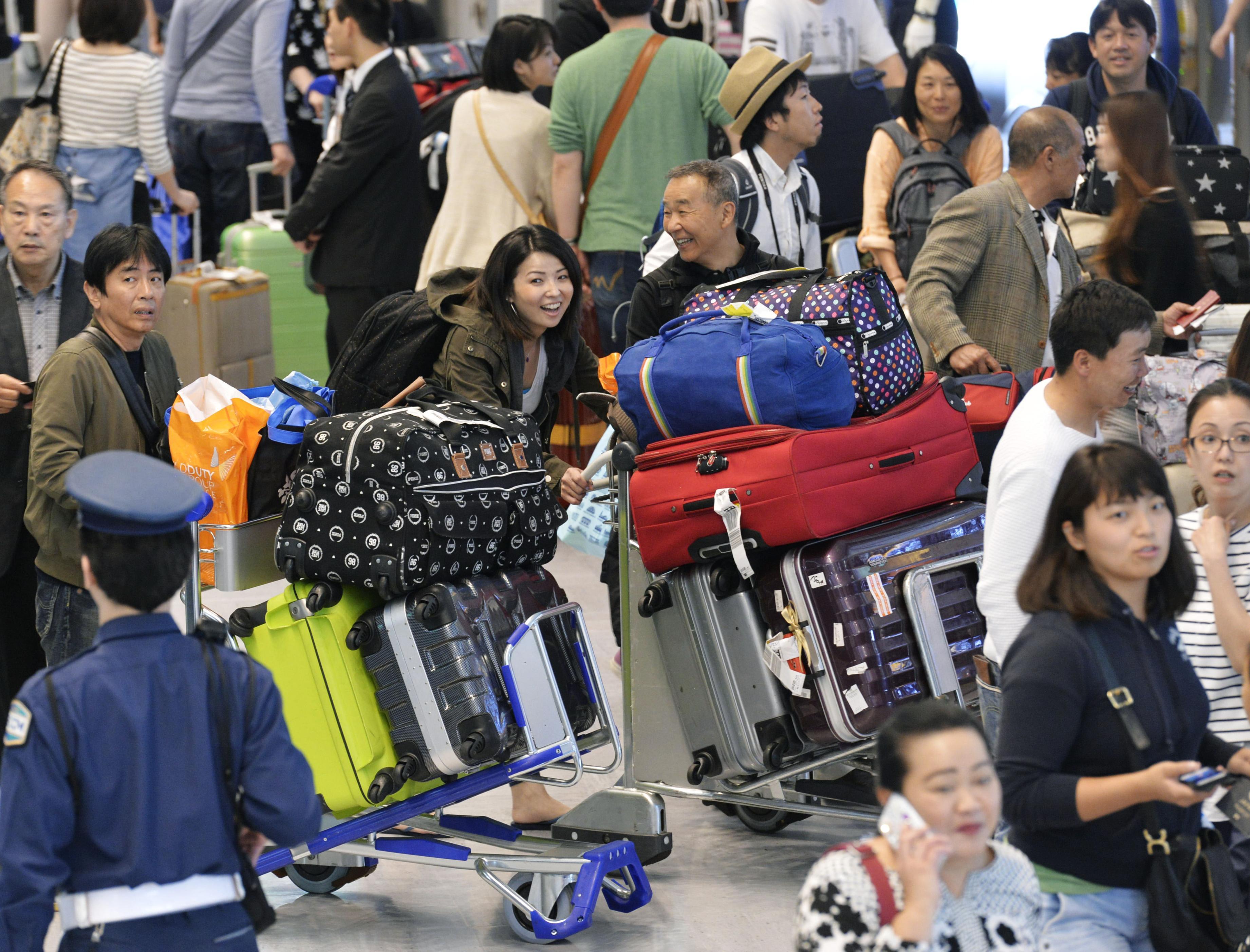 Golden Week passegeri cinesi in aeroporto