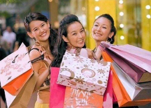 Turisti cinesi travel retail