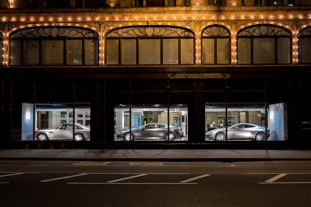 Aston Martin Harrods Londra Vetrine