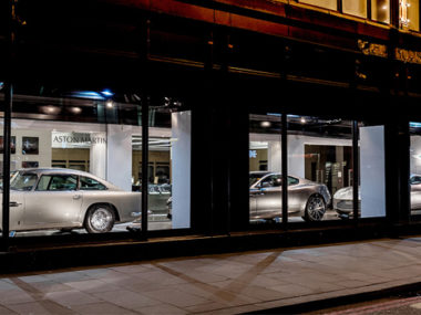 window shopping aston martin harrods londra